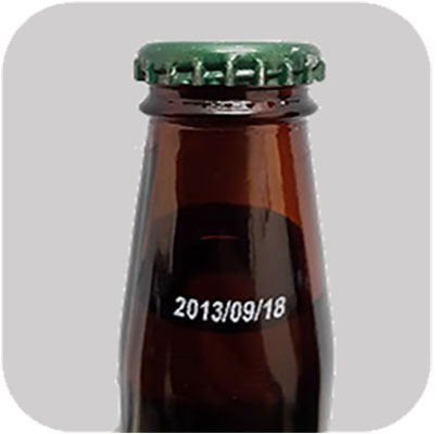 Industrial inkjet printing with white solvent ink on glass bottles
